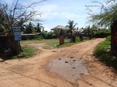 Note two signs at the left, neither for our villa, which we found by lengthy trial and error.