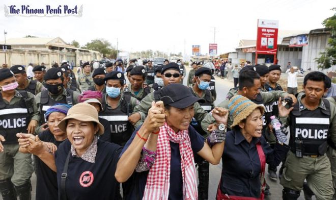 eople protest the detention of four human rights workers and an election official on Monday morning near Phnom Penh's Prey Sar prison. Source: Phnom Penh Post