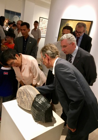 The minister of culture and other dignitaries discovered that part of the sculpture is marble.